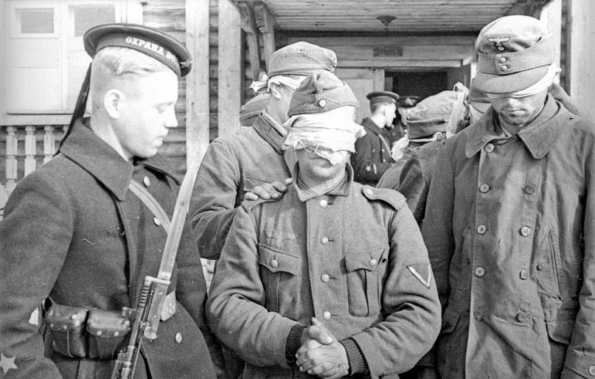 Tù binh Đức ở mặt trận phía Bắc. Bức ảnh chụp năm 1942.