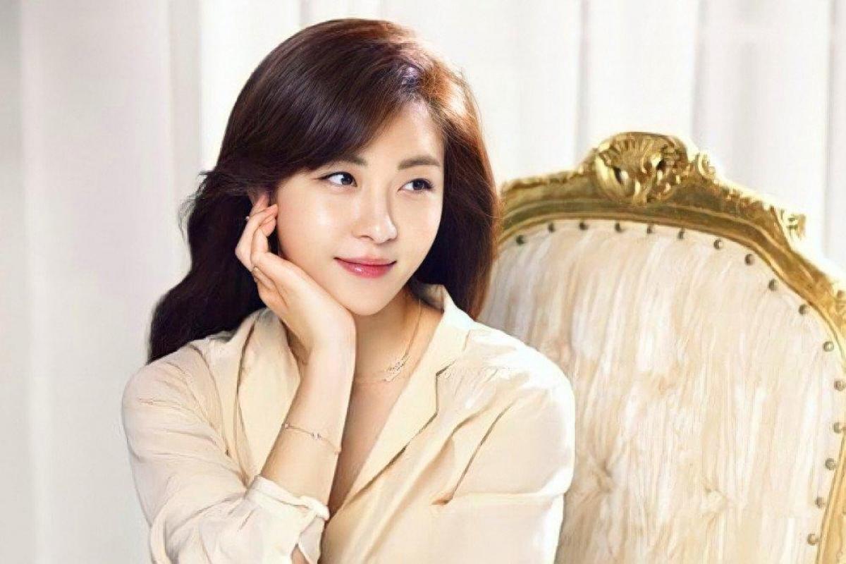 Nữ diễn viên Ha Ji Won là một trong những nữ diễn viên được đánh giá cao nhất trong ngành. Cô ấy thành lập công ty riêng là Haewadal (The Sun and the Moon) Entertainment để quản lý các hoạt động trong tương lai.