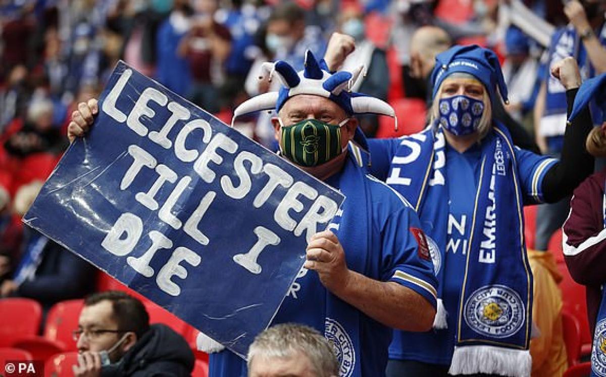 Một fan trung thành của Leicester. (Ảnh: PA).