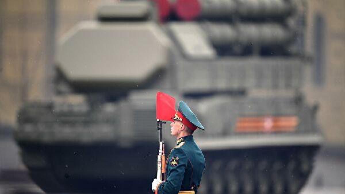 Tiếp theo là tổ hợp thiết giáp BMP-2 và BMP-3. Ảnh:RIA Novosti