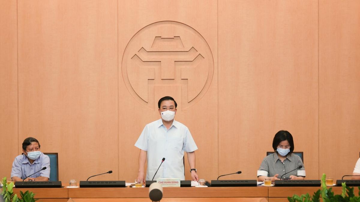 Phó Chủ tịch UBND thành phố Chử Xuân Dũng phát biểu chỉ đạo tại cuộc họp.
