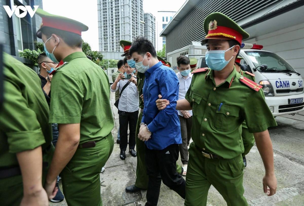 Bị can quan trọng nhất trong vụ án này là Bùi Quang Huy (ông chủ của Nhật Cường) hiện vẫn đang bỏ trốn và bị truy nã.
