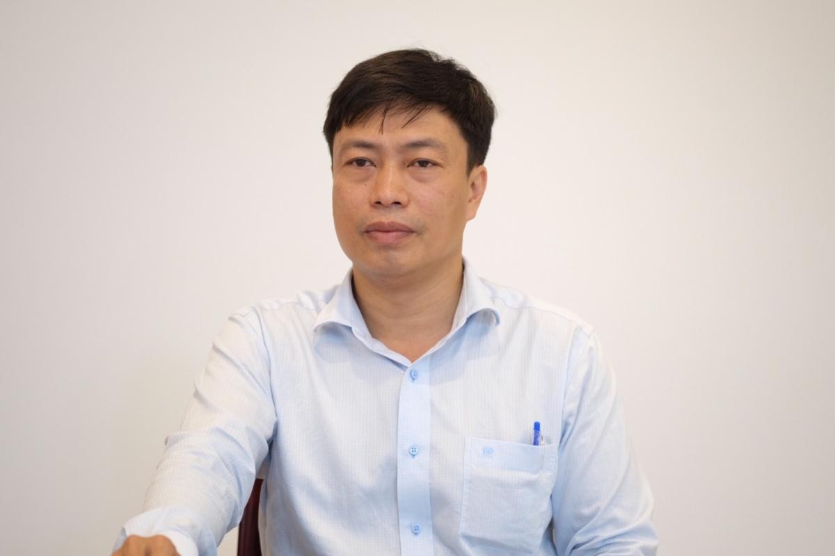 Thầy Lê Phước Bình, Phó Hiệu trưởng Trường THPT Phan Châu Trinh, Đà Nẵng khuyên thí sinh nên chấp hành việc học online như học trực tiếp trên lớp. (Ảnh: GDTĐ)