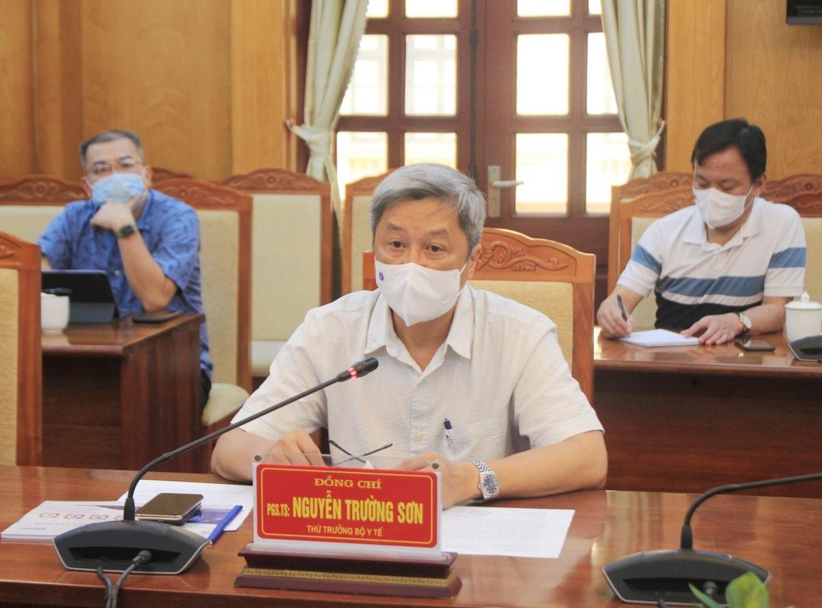 Thứ trưởng Bộ Y tế Nguyễn Trường Sơn cùng đoàn chuyên gia Bộ Y tế đang có mặt tại Bắc Giang để hỗ trợ địa phương này chống dịch COVID-19.