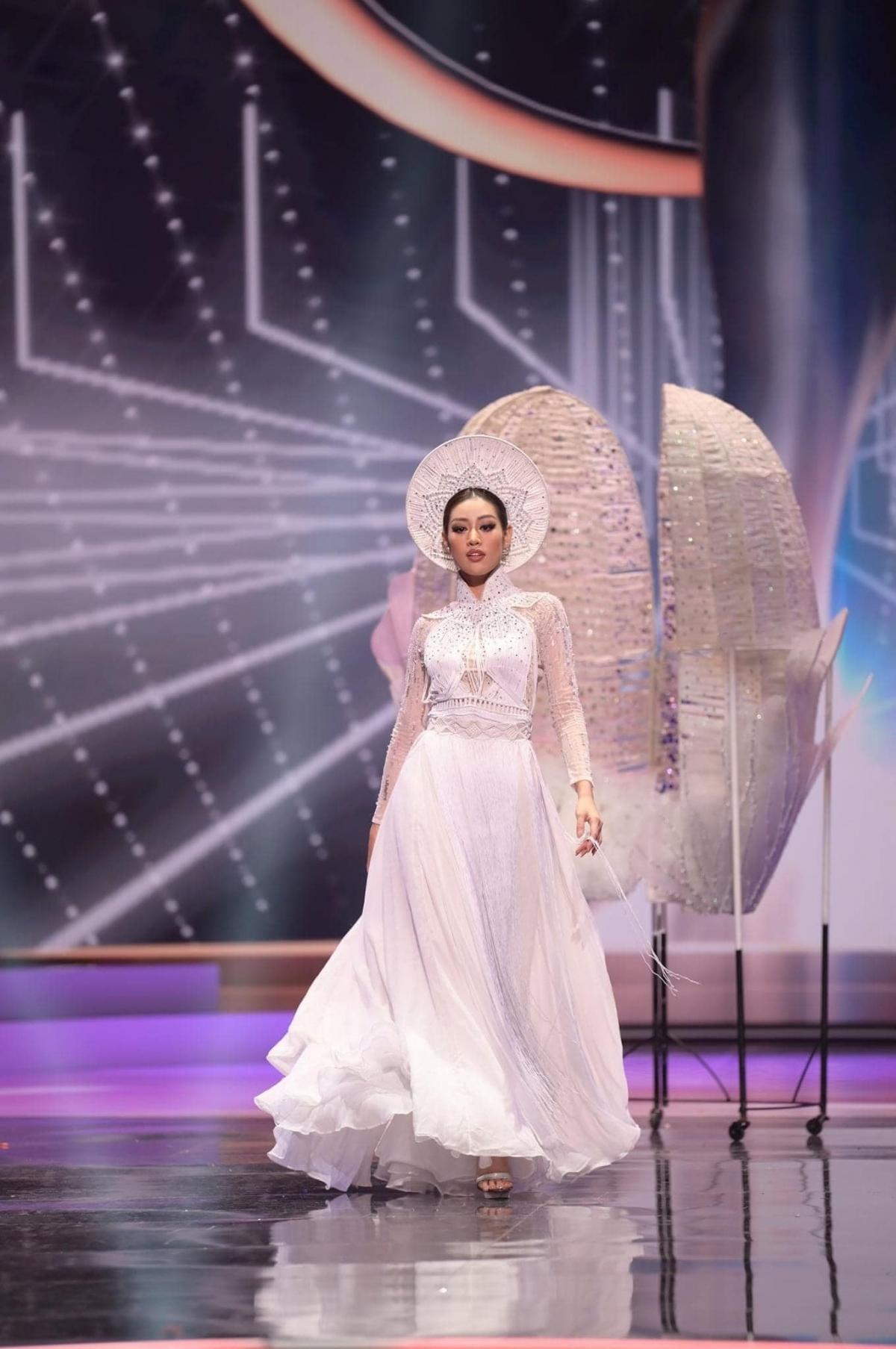 Hoa hậu Khánh Vân trong phần trình diễn trang phục dân tộc.
