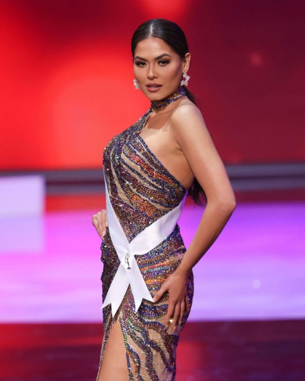 Đại diện Mexico sở hữu nét đẹp cổ điển, thông minh cùng kỹ năng giao tiếp tốt. Đây là lần thứ ba Mexico chiến thắng vương miện Miss Universe.