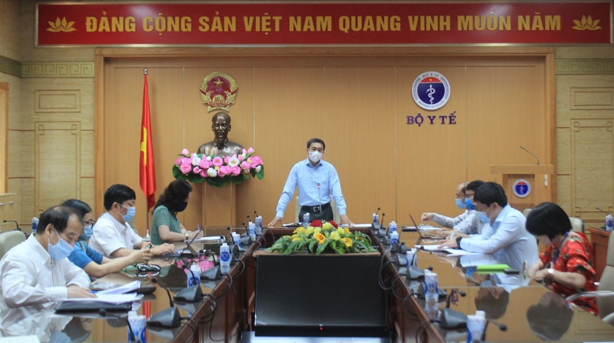 Thứ trưởng Bộ Y tế Trần Văn Thuấn khẳng định, Việt Nam đủ năng lực xét nghiệm cho kịch bản 30.000 ca mắc COVID-19.