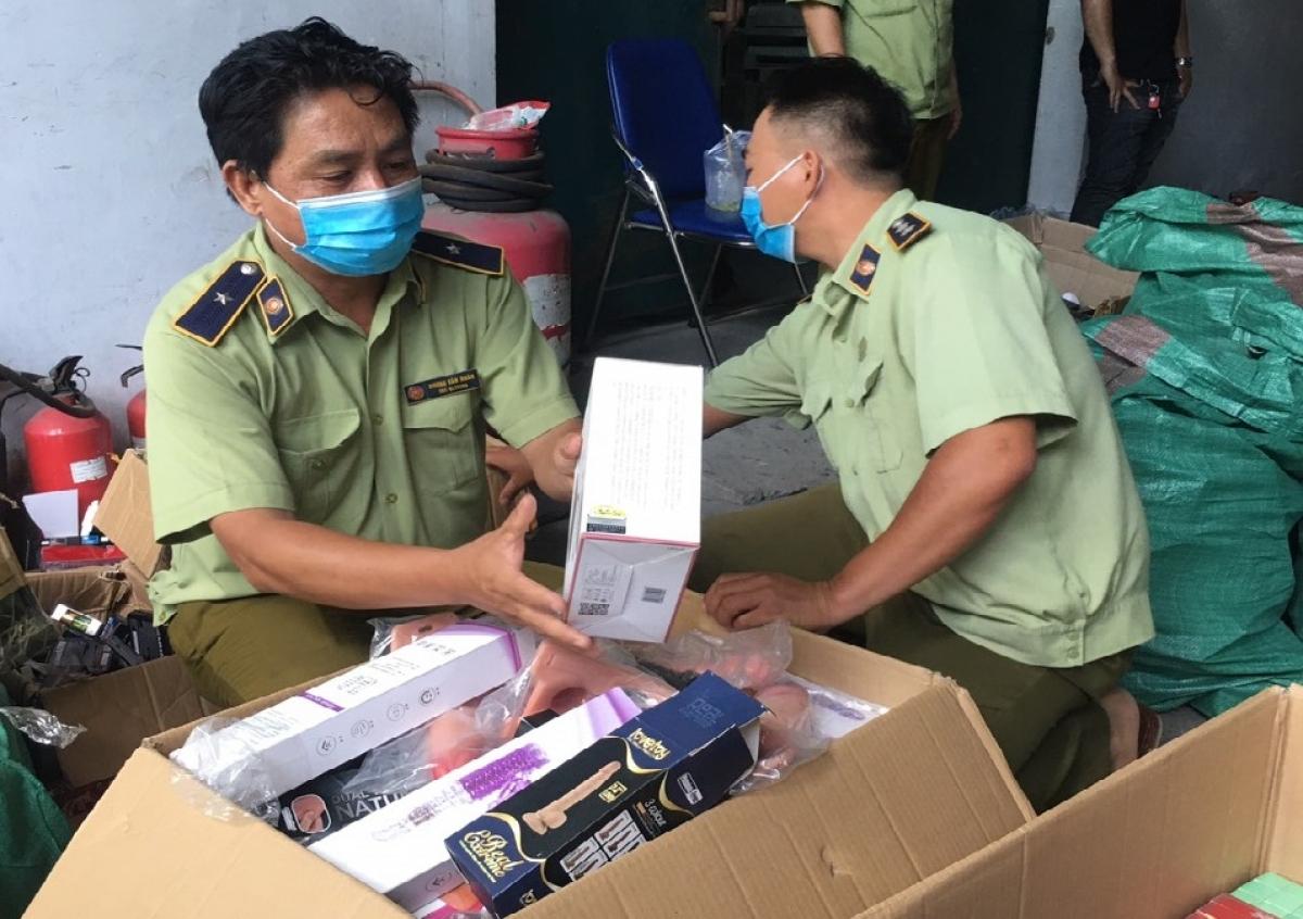 Hàng chục ngàn sản phẩm bị tạm giữ để làm rõ