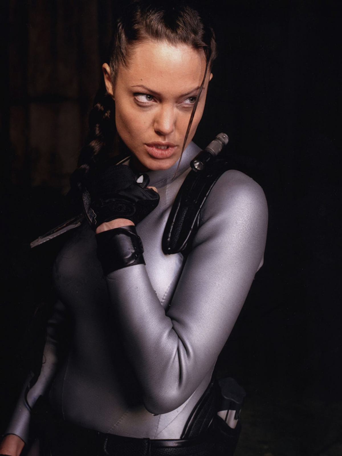 Body bốc lửa của Angelina Jolie trong Tomb Raider.