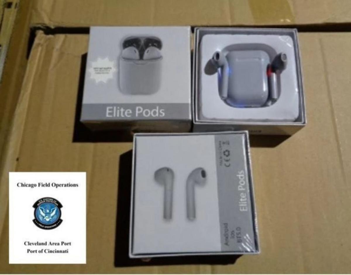 Một phần lô hàng tai nghe Elite Pods nhái AirPods được hải quan Mỹ thu giữ.