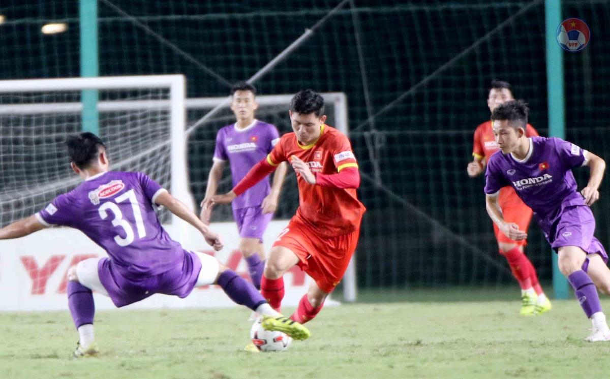 Tối 18/5, ban huấn luyện ĐT Việt Nam và U22 Việt Nam tổ chức trận đấu nội bộ cho hai đội tuyển.