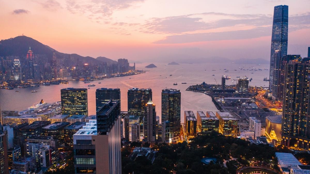 Cảng Victoria luôn rực rỡ nhờ ánh sáng từ các tòa nhà cao tầng.