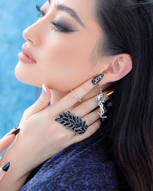 Lương Thuỳ Linh- đương kim Miss World Vietnam 2019 khoe trọn nhan sắc hút hồn cùng khí chất không lẫn vào đâu được trong những hình ảnh chụp thời trang mới nhất của mình.