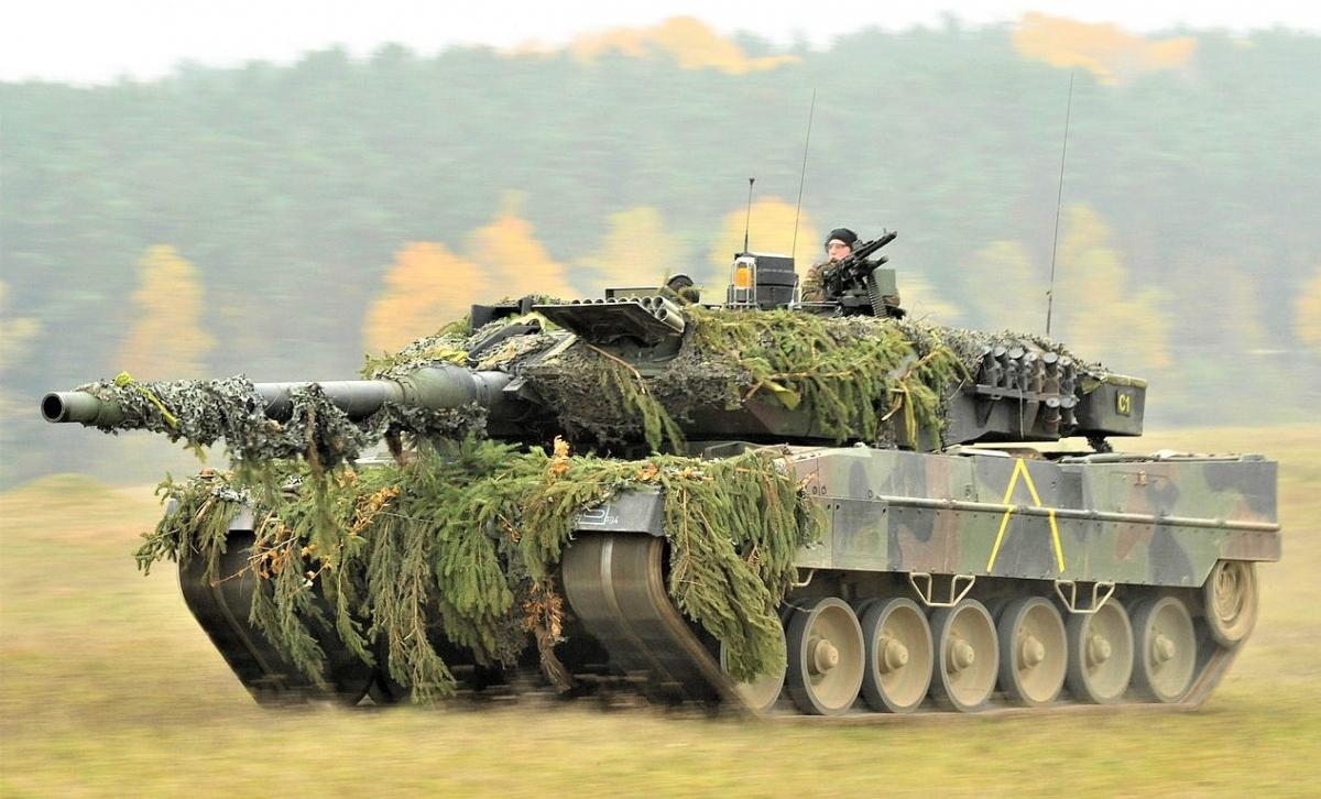 Quyết đinh nâng cấp tăng Challenger 2 thay vì mua Leopard 2 được cho là hợp lý vì nhiều lý do khác nhau; Nguồn: wikipedia.org