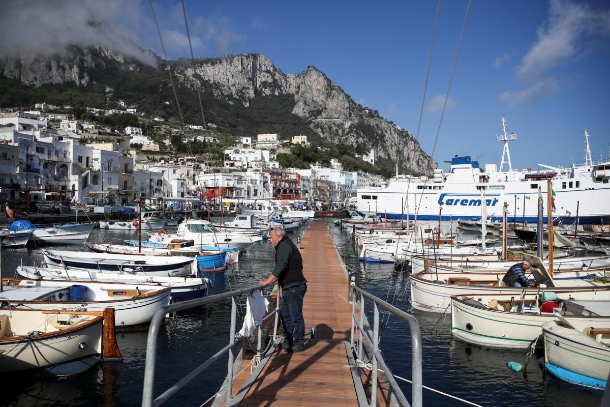Người dân trên đảo Capri, Italy mong mỏi du khách trở lại vào hè này. Nguồn: Reuters