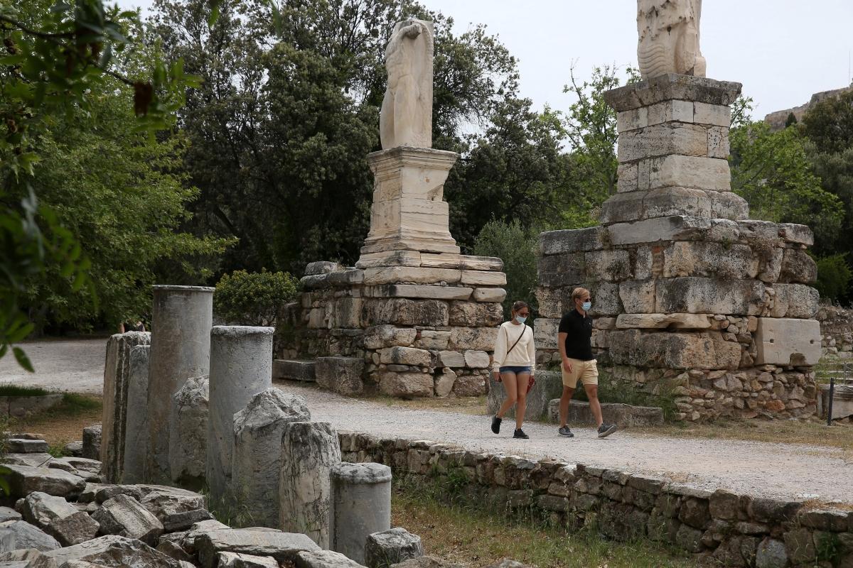 Du khách tham quan di tích Roman Agora, Athens, Hy Lạp ngày 15/5. Nguồn: Reuters