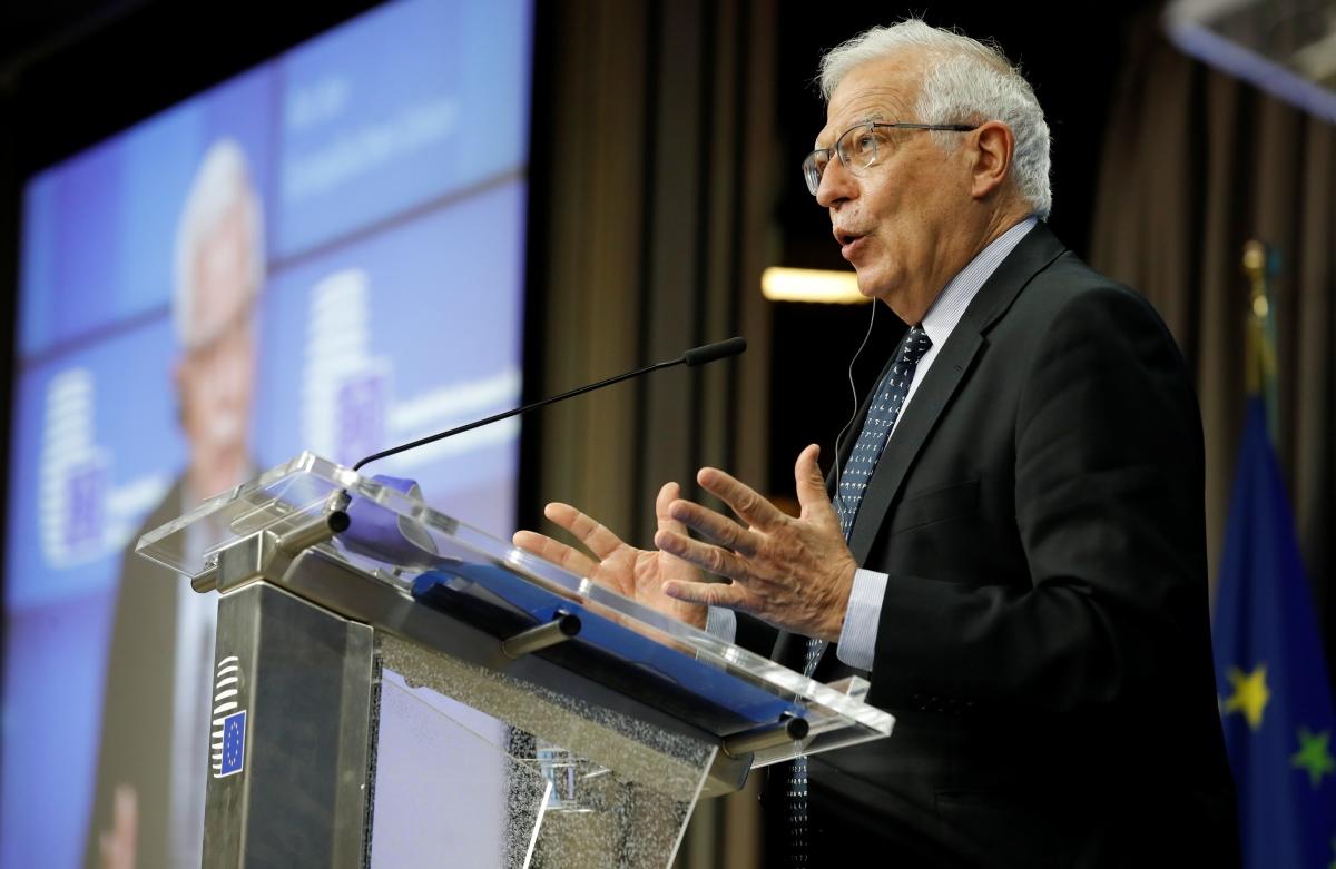 Ông Josep Borrell phát biểu sau cuộc họp trực tuyến hôm 18/5. Nguồn: Reuters