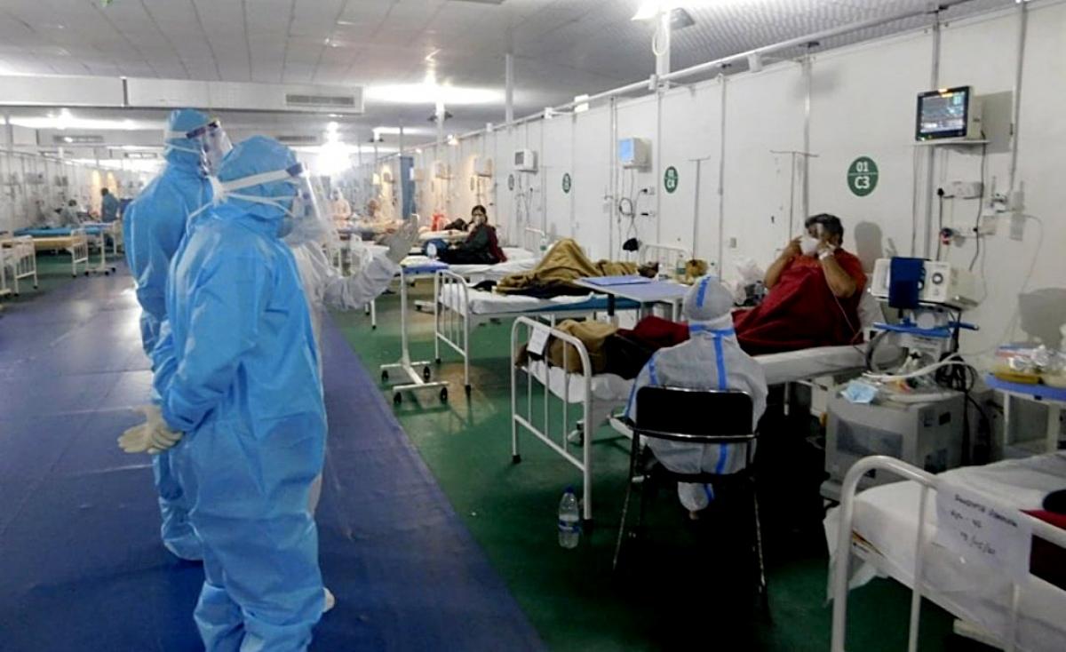 Bệnh nhân Covid-19 được chăm sóc tại một bệnh viện quân y ở thủ đô New Delhi, Ấn Độ (ANI)