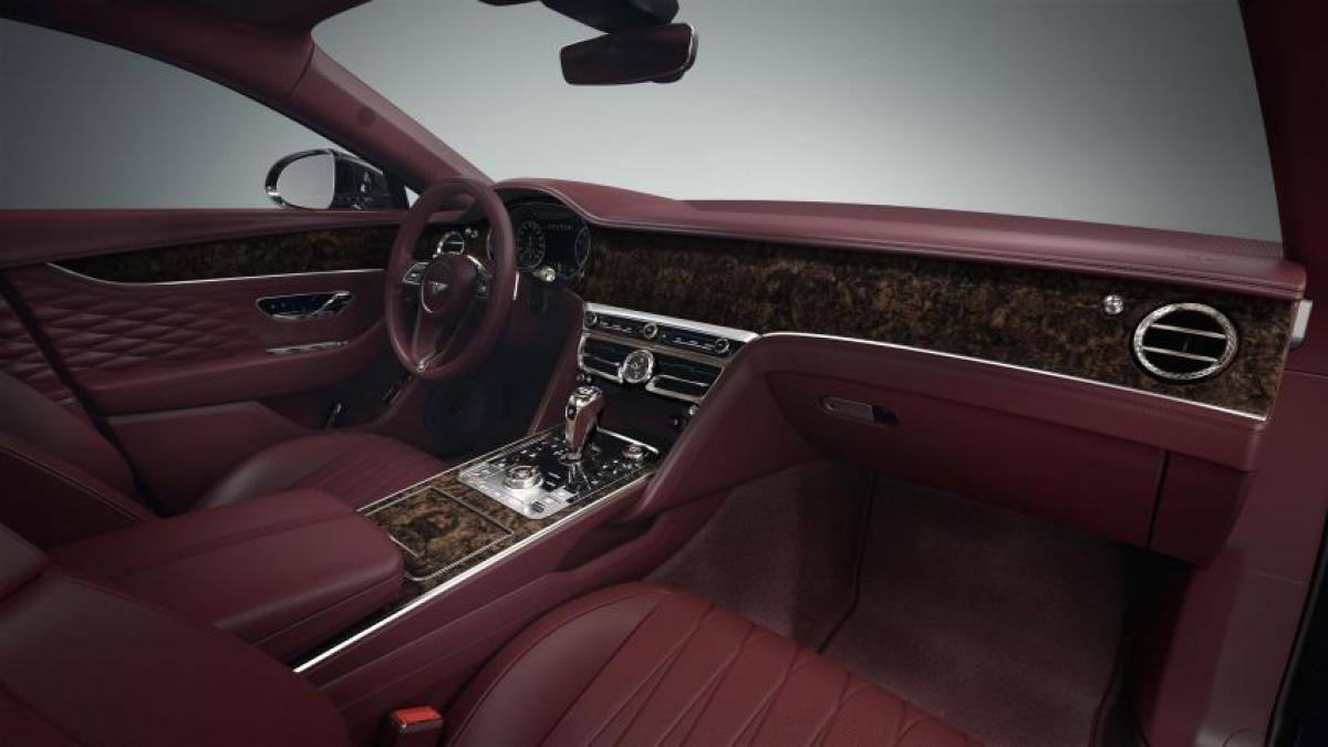 Sự thay đổi về màu sắc và thớ gỗ của các đường cắt khác nhau cũng có đôi chút khác nhau khiến cho nội thất xe trở nên độc đáo hơn.