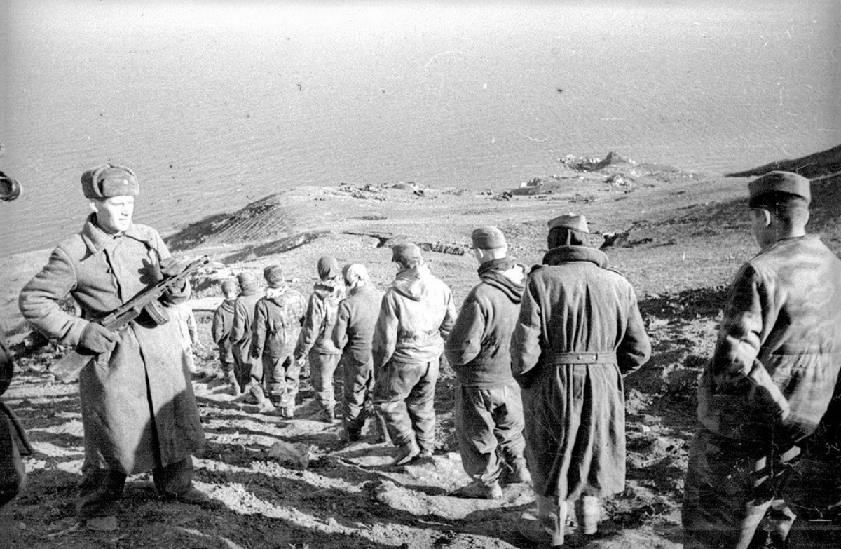 Tù binh Đức ở Kerch, Crimea.
