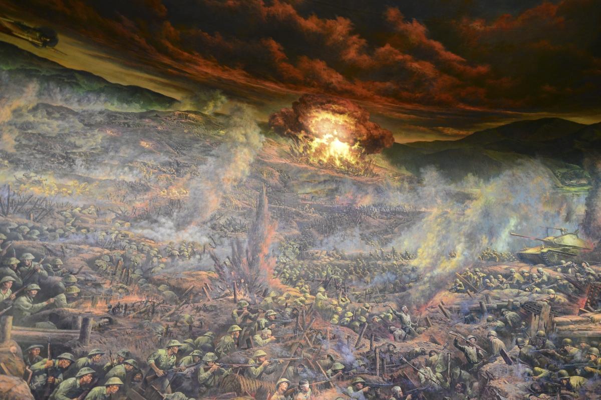 """Bức tranh đã mô tả, khắc họa rõ nét """"Năm mươi sáu ngày đêm khoét núi, ngủ hầm, mưa dầm, cơm vắt"""" của quân và dân ta để làm nên chiến thắng chấn động địa cầu."""