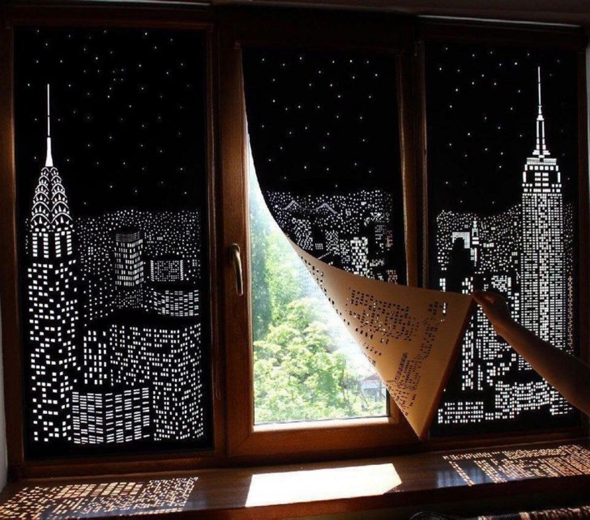 Rèm cửa thông minh tận dụng ánh sáng mặt trời để tạo thành bức tranh sinh động.