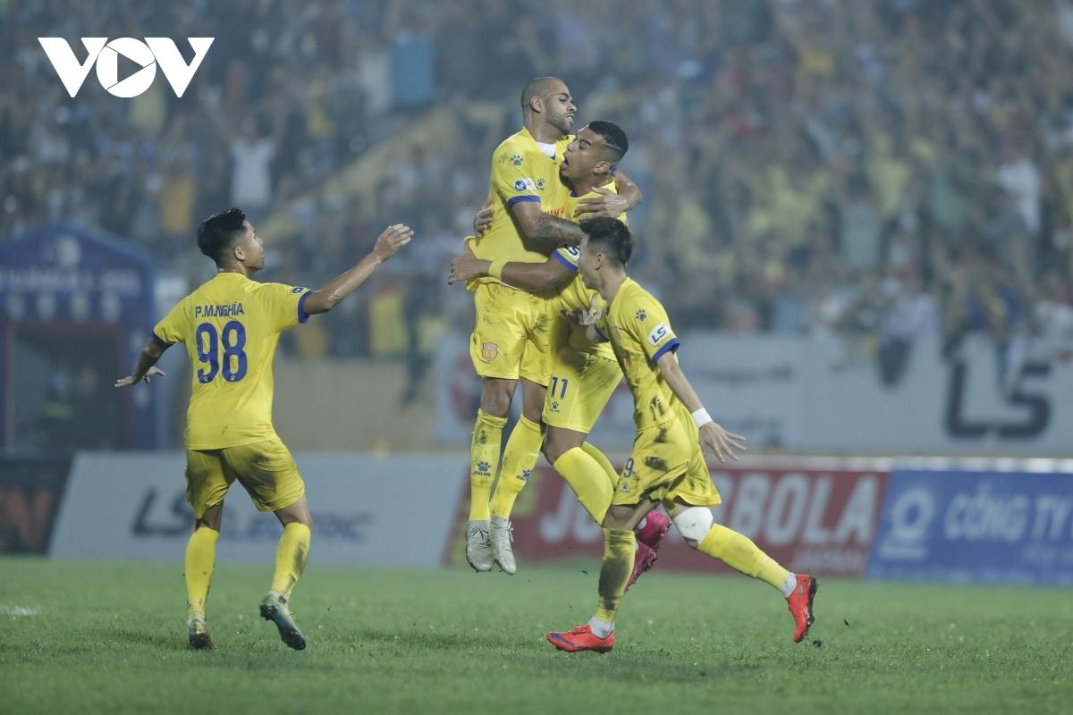 2. Rodrigo Da Silva Dias (Nam Định) - 7 bàn