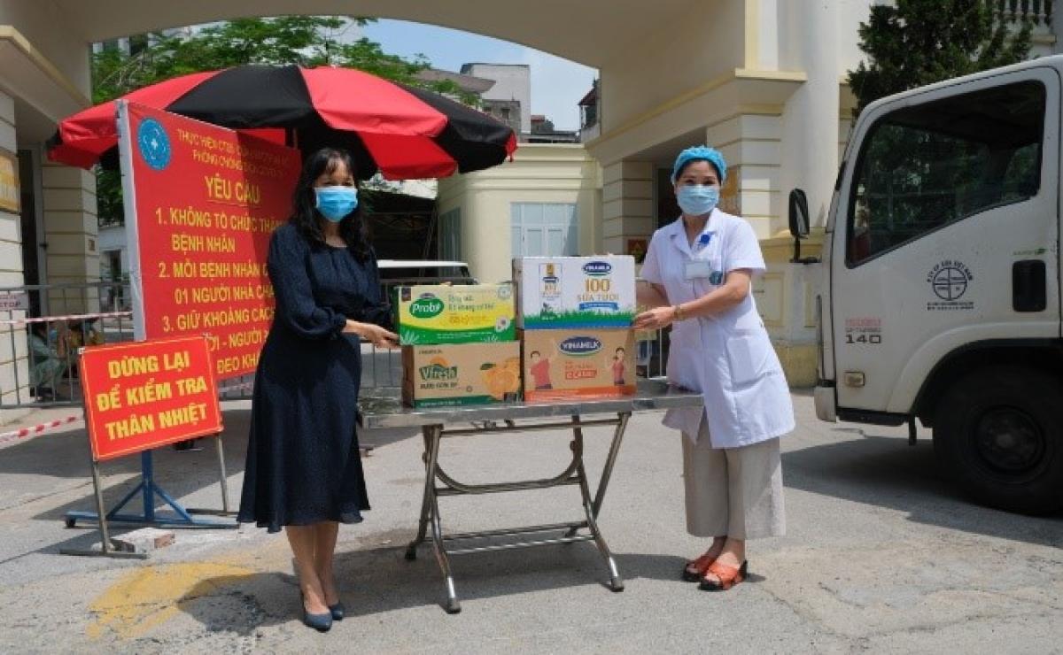 Vinamilk đã chuyển các sản phẩm đến các bệnh viện, điểm cách ly cần hỗ trợ trên địa bàn TP. Hà Nội ngay trong ngày.