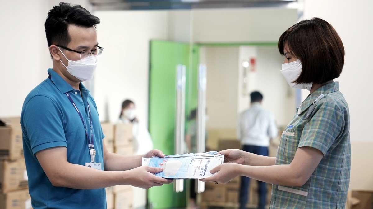 Trước diễn biến phức tạp của dịch Covid-19, thời gian qua, Samsung Việt Nam luôn đảm bảo tuân thủ quy định 5K của Bộ Y tế trong phòng, chống dịch, đảm bảo tiến độ sản xuất.