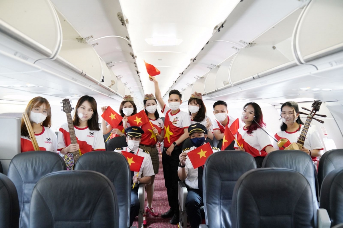 Sự kết nối của sức trẻ, năng động và sáng tạo cùng các nhạc cụ truyền thống vang lên trên tàu bay ở độ cao 10.000 mét mang tới trải nghiệm hoàn toàn khác biệt cho khách hàng.