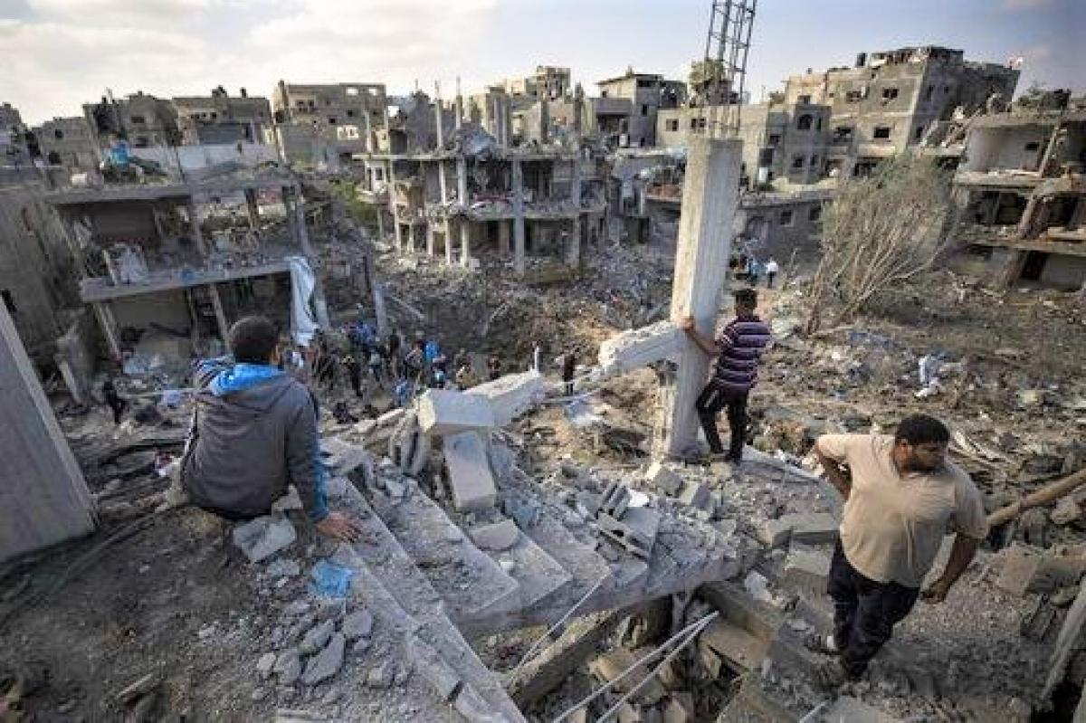 """Chiến sự Israel-Palestine cướp đi sinh mạng nhiều người và đẩy nhiều người vào cảnh """"màn trời chiếu đất""""; Nguồn: dailyherald.com"""