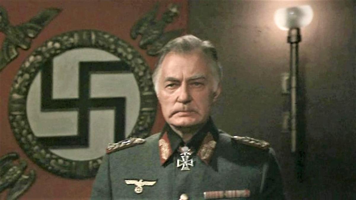 """Nghệ sĩ Nhân dân Liên Xô Harijs Liepins trong phim """"Phản đòn""""; Nguồn: rbth.com"""