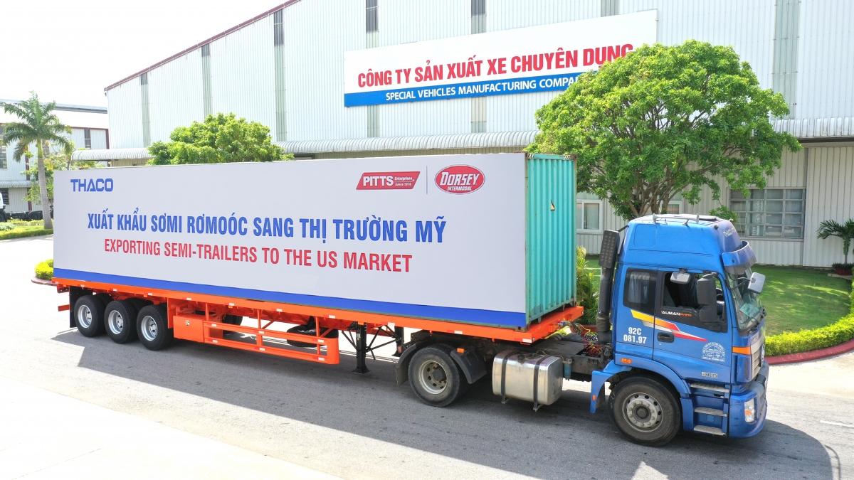 Xe chở sản phẩm SMRM xuất khẩu.