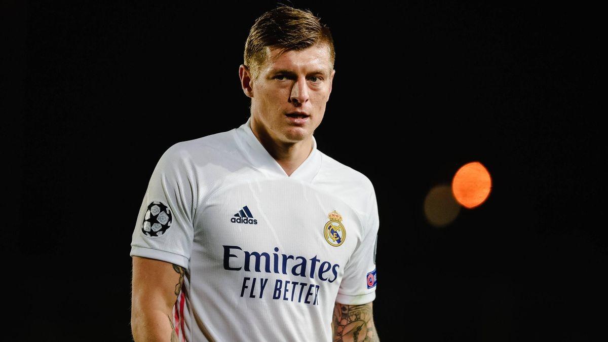 Toni Kroos là trường hợp thứ 11 của Real Madrid mắc Covid-19 ở mùa giải năm nay. (Ảnh: Getty).