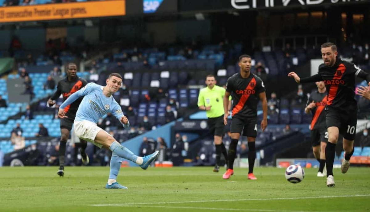 Nhà vô địch Man City thị uy sức mạnh trước Everton. (Ảnh: Getty)