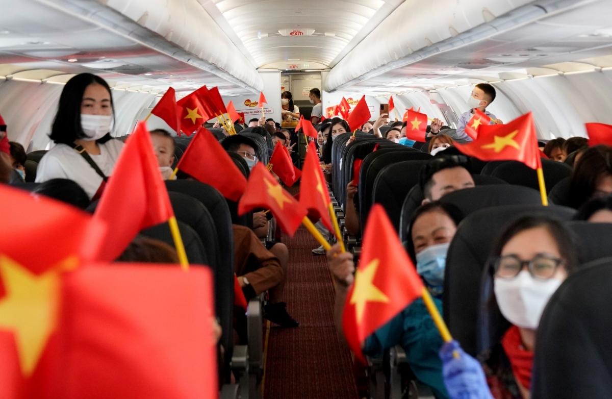 Hàng trăm hành khách trên chuyến bay VJ455 từ Thủ đô Hà Nội tới Đảo Ngọc Phú Quốc đã hòa mình vào không gian âm nhạc...
