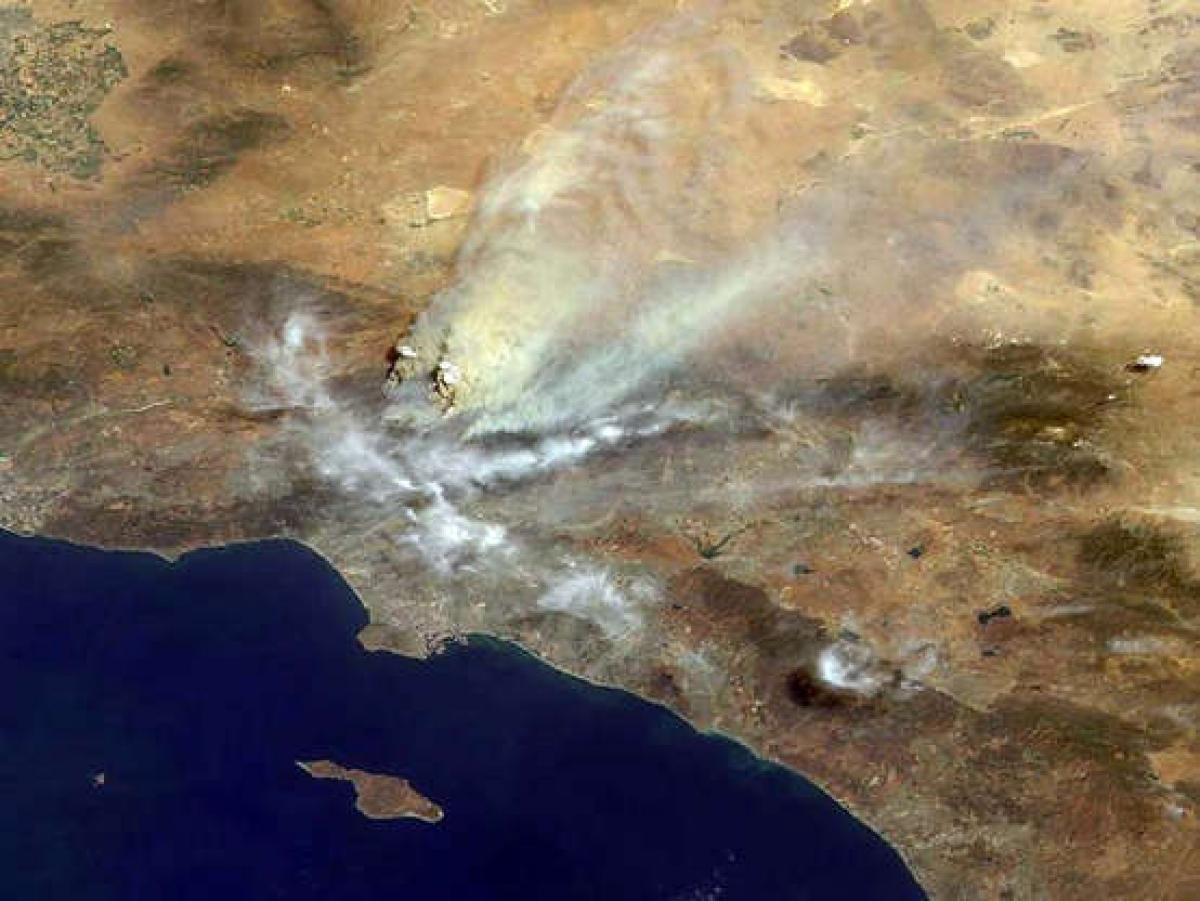 Trong những năm gần đây, những vụ cháy rừng ở bờ tây nước Mỹ nghiêm trọng tới nỗi khói của chúng có thể nhìn thấy từ không gian.