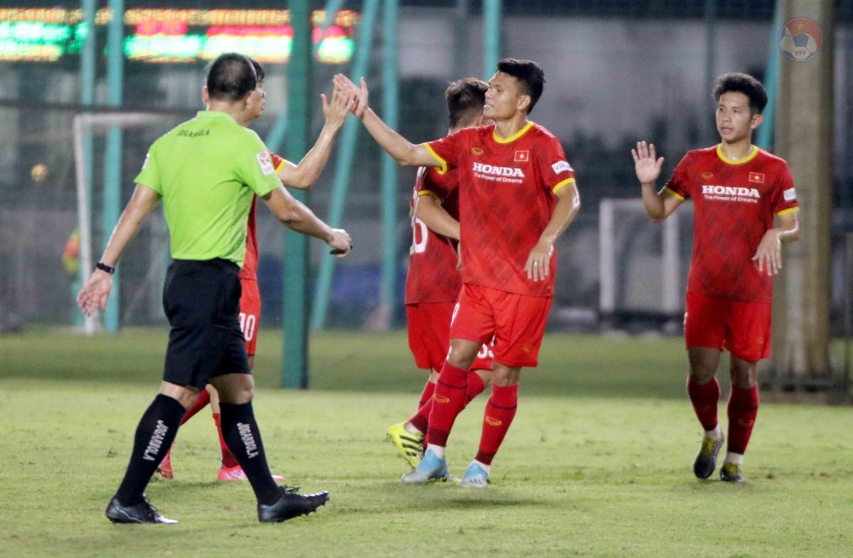 Những cầu thủ của SLNA như Xuân Mạnh, Văn Hoàng, Văn Đức đều có cơ hội ra sân dù chỉ vừa tập trung cùng đồng đội sau thời gian cách ly.