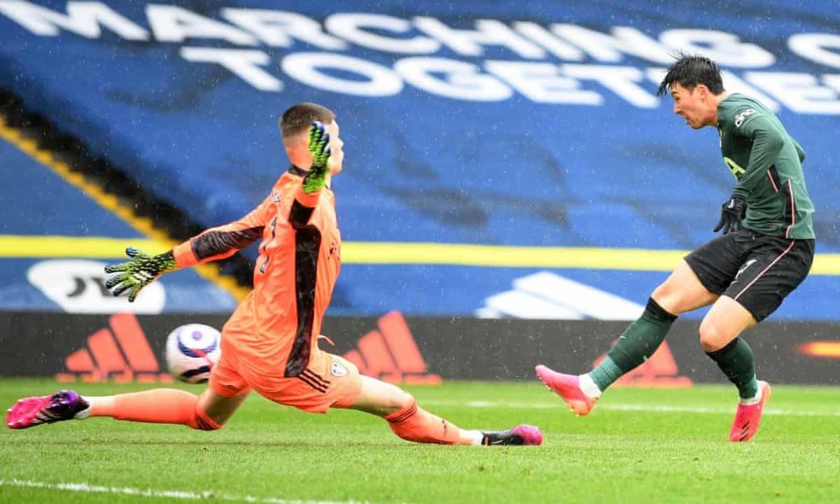 Son Heung Min chạy chỗ khôn ngoan, đón đường chọc khe của Alli để ghi bàn gỡ hòa 1-1 cho Tottenham ở phút 25.