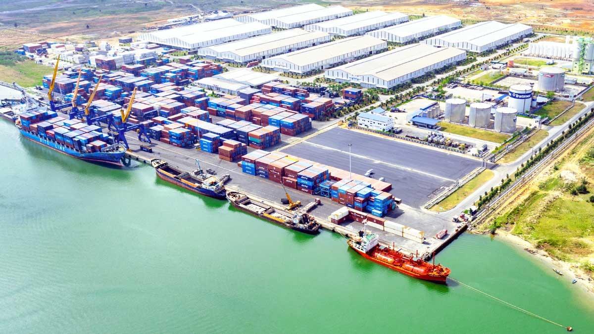 Cảng Chu Lai - cửa ngõ giao thương hàng hóa của Miền Trung Việt Nam.