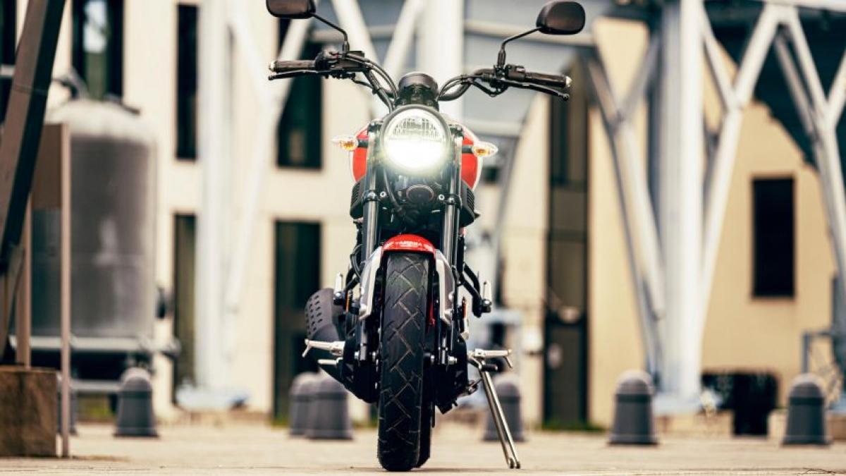 Hai chiếc xe máy cùng phân khúc có mặt tại Malaysia là chiếc Yamaha YZF-R15 và Yamaha MT-15, có cùng giá bán 11.988 RM (tương đương 67 triệu đồng) với động cơ xi lanh đơn, 155 cc với công suất 19,3 mã lực và mô men xoắn 15 Nm. Điều này đặt ra câu hỏi là chiếc XSR125 sẽ ra sao nếu được bán tại Malaysia.