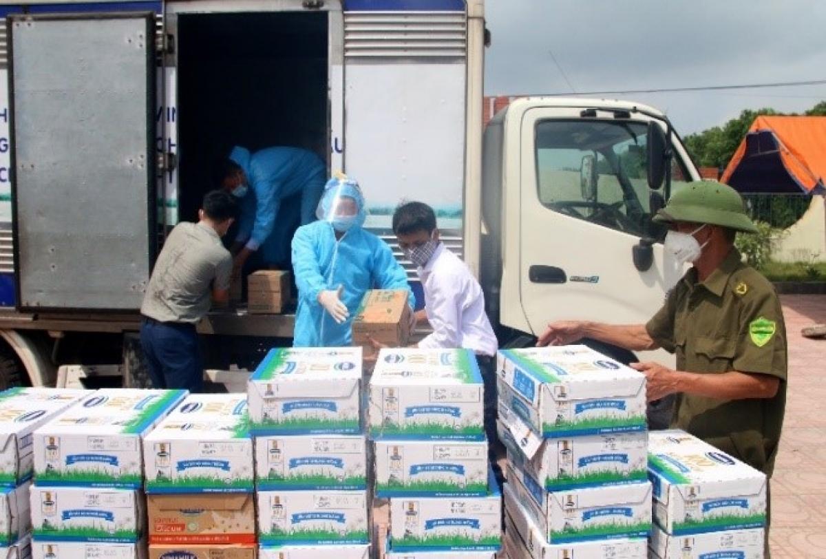 Gần 100.000 sản phẩm khác đã được Vinamilk ủng hộ tại 2 địa phương Bắc Ninh và Hà Nam trong đợt này.