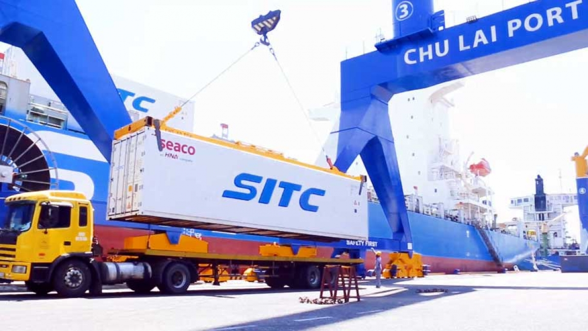 Chuối được vận chuyển từ Lào về Cảng Chu Lai để xuất khẩu sang Trung Quốc.