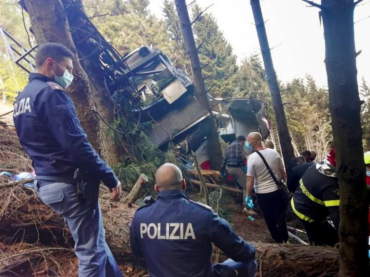 Cảnh sát có mặt tại hiện trường để điều tra vụ tai nạn. Ảnh: Cảnh sát Italy.