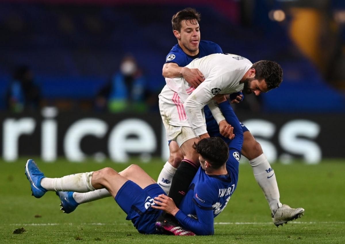 Các cầu thủ Real Madrid có dấu hiệu mất bình tĩnh (Ảnh: Getty).