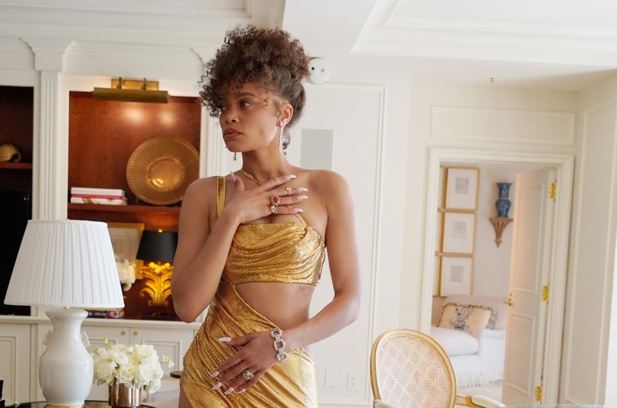 """Cô nổi tiếng từ năm 2015 với album đầu tay Cassandra Monique Batie. Tại lễ trao giải Grammy 2016, album được đề cử cho """"Album R&B xuất sắc nhất"""" và single """"Rise Up"""" được đề cử cho """"Màn trình diễn R&B xuất sắc nhất""""."""