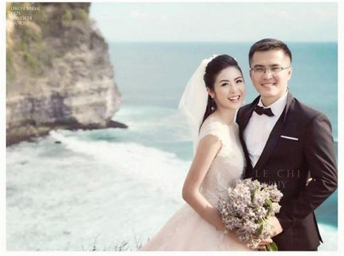 Hoa hậu Ngọc Hân và chồng tương lai tổ chức lễ dạm ngõ vào tháng 11/2019. Cả hai cũng đã chụp ảnh cưới và dự kiến tổ chức hôn lễ vào tháng 3/2020, nhưng dịch COVID-19 bùng phát khiến họ phải hoãn.