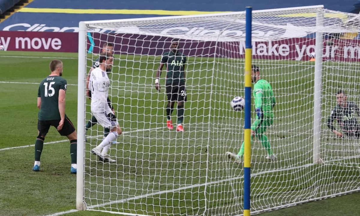 Leeds đánh gục tinh thần chiến đấu của Tottenham với bàn nâng tỷ số lên 2-1 của Bamford ở phút 42.