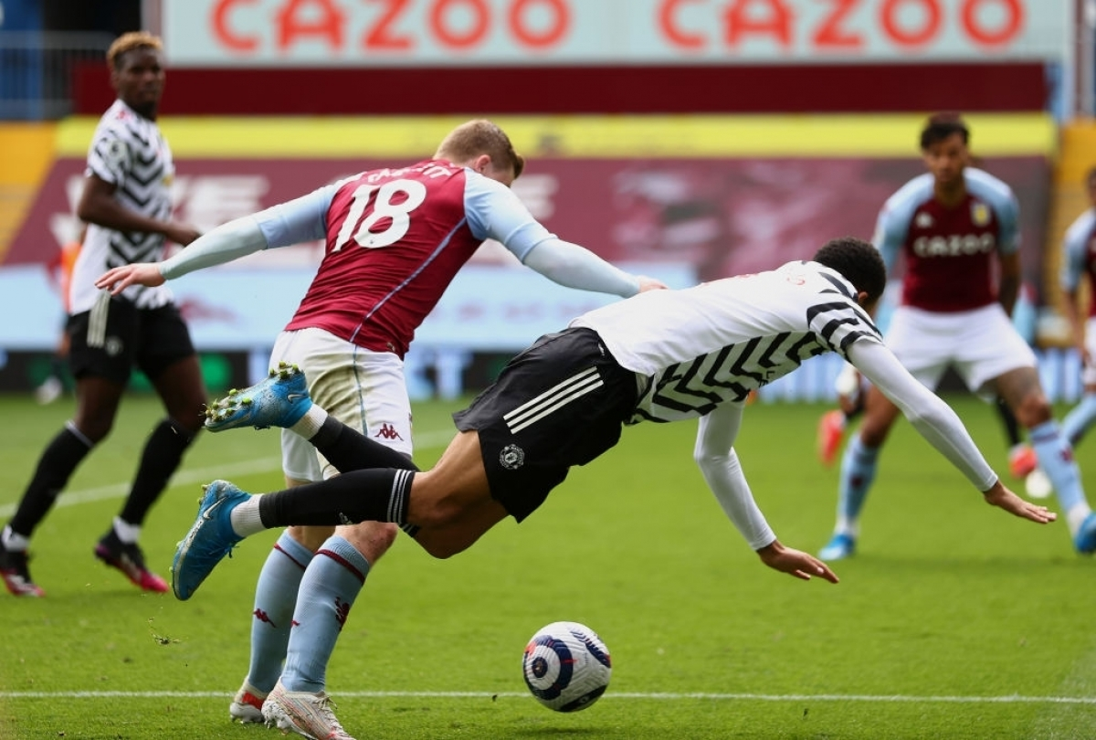 Bên kia chiến tuyến, Aston Villa do đã hoàn thành mục tiêu trụ hạng nên không chịu quá nhiều áp lực.