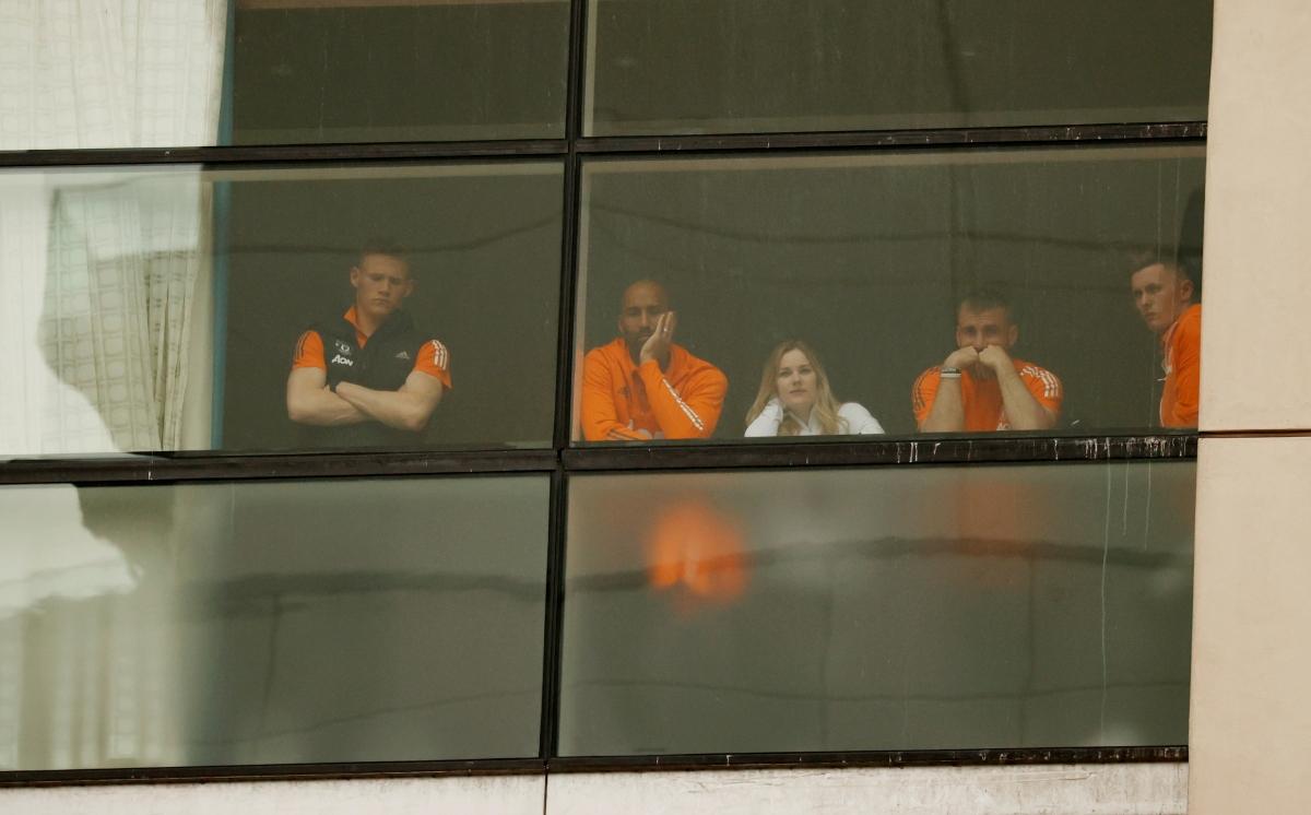 Các cầu thủ MU chứng kiến cuộc biểu tình của CĐV.